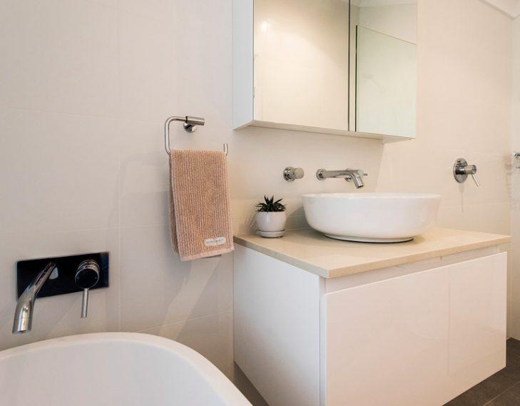 Bathroom wall bath