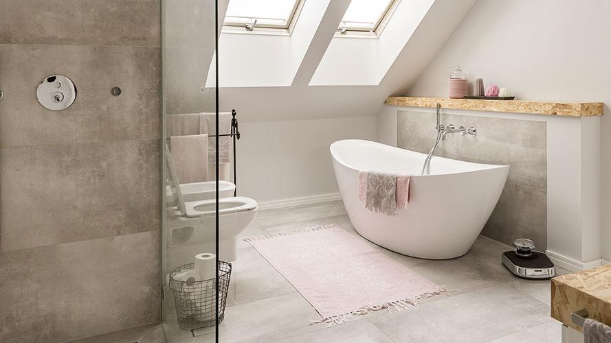 bathroom with bath toilet and concrete floor
